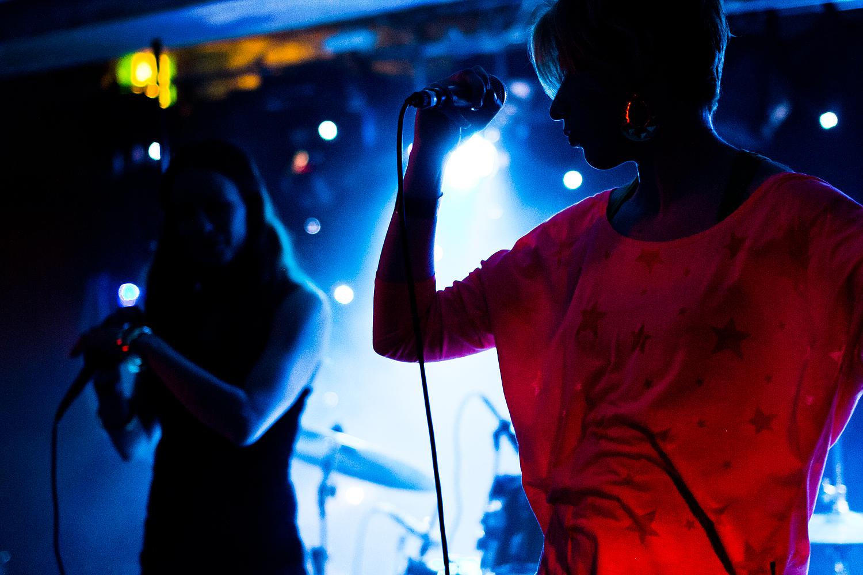 Rauhtäti feat. Heidi Kiviharju (edustalla). Photo by Sami Koskinen.