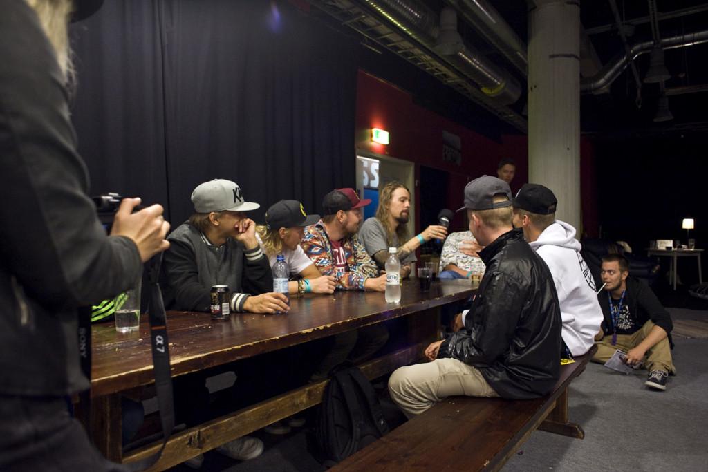 TUFF! videoi syvälle uppoutuvia bändihaastatteluja. Haastatteluvuorossa perjantaina JKL Rap All-Stars.